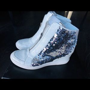 New DKNY Wedge snickers. Worn 1 time. Size 10.